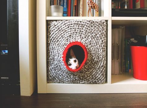 casa tesla crochet | crochet house for a cat | ikea hack expedit