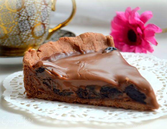 Тарт с черносливом и нежнейшим шоколадным ганашем  Вас порадует гармония вкуса и текстуры этого десерта. Используйте маскарпоне для приготовления ганаша, чтобы тарт получился еще вкуснее. #готовимдома #едимдома #кулинария #домашняяеда #тарт #чернослив #ганаш #шоколад #маскарпоне #крем #десерт #торт #выпечка #быстро #сладкое