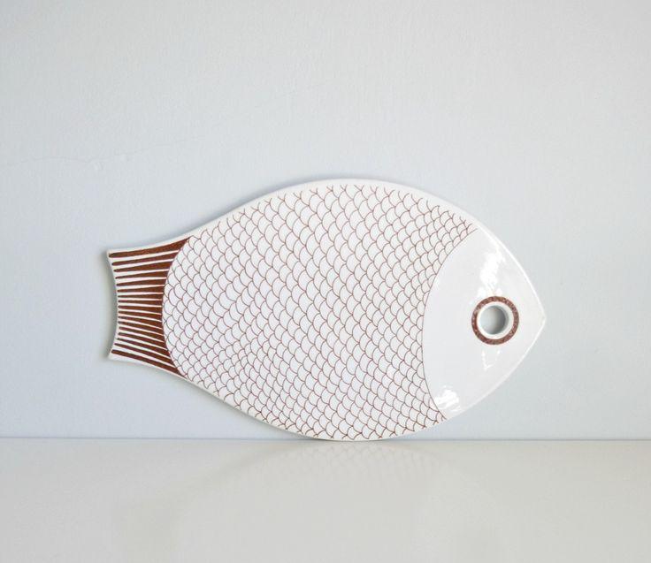 Mid Century Modern Fish Shaped Platter - Kaj Franck, Arabia of Finland - Mad Men, 1960s, Home Decor, Entertaining, Serving, Kitchen. €70.00, via Etsy.
