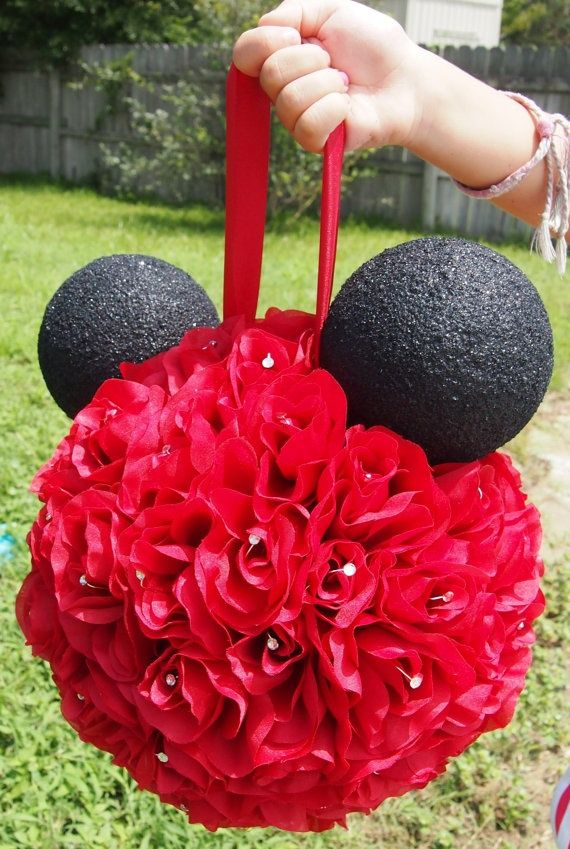 This would make a cute center piece for the bride and grooms table  Mickey and Minnie Themed Wedding | Mickey & Minnie Wedding