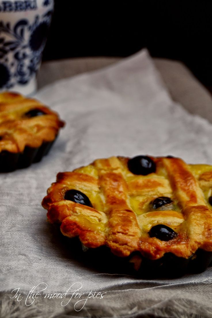 """""""Crostata di crema cotta e amarene"""", la ricetta di Anna del blog """"In The Mood For Pies"""" http://inthemoodforpies.blogspot.it/2014/06/crostata-di-crema-cotta-e-amarene.html"""