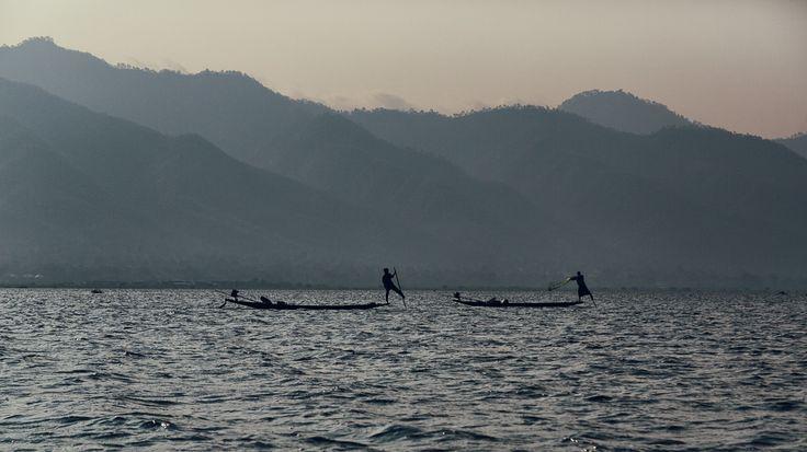 Pescadores Intha no lago Inle