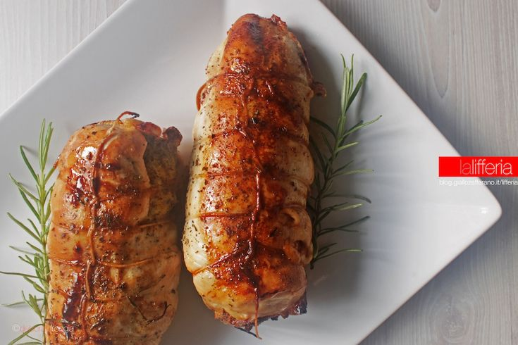 Il petto di pollo farcito al forno è un secondo sfizioso e dall'aspetto invitante, tuttavia semplice e abbastanza veloce da preparare. Una vera bontà!