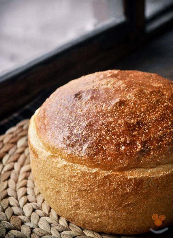 Саратовский калач можно попробовать....в Саратове. Всё!  Как пишут о нем сами саратовцы, тесто на этот хлеб приготавливается из пшеничной муки высшего сорта,…