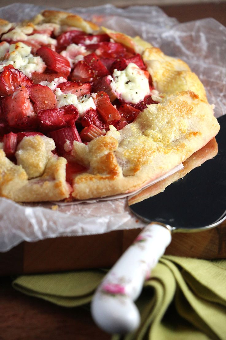 """The Flakiest Pie Dough Whisk together the flour and salt. Cut in canola oil using pastry blender or two forks until crumbs and pieces of about 1/2"""" appear. Mix water with vinegar, add by tablespoon…"""