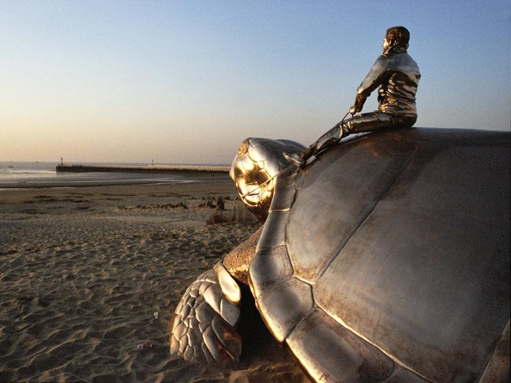 Jan Fabre | Searching for Utopia | 2003 | Bronze, 700 x 300 cm | Courtesy: City of Nieuwpoort, Belgium