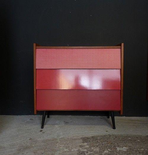 commode vintage rouge en bois et formica meubles et. Black Bedroom Furniture Sets. Home Design Ideas