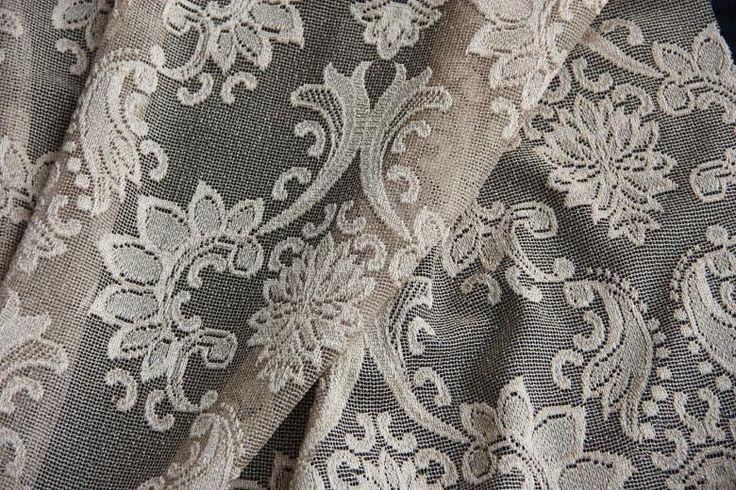Ha a klasszikusan elegánsat kedveli, széles függönyválasztékunkban azt is megtalálja!  http://www.florellefuggony.hu/termekeink/fenyatereszto-fuggonyok/#a5432-jpg