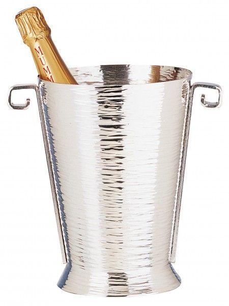 Seau à champagne en étain aspect brillant de l'argent mais à la différence de l'argent, l'étain ne ternit pas, n'oxyde pas dans le temps et ne nécessite aucun entretien particulier. Fabrication artisanale française http://www.accessoire-pour-le-vin.fr/boutique/cadeaux-de-100-a-200e/seau-champagne-en-etain-anses/