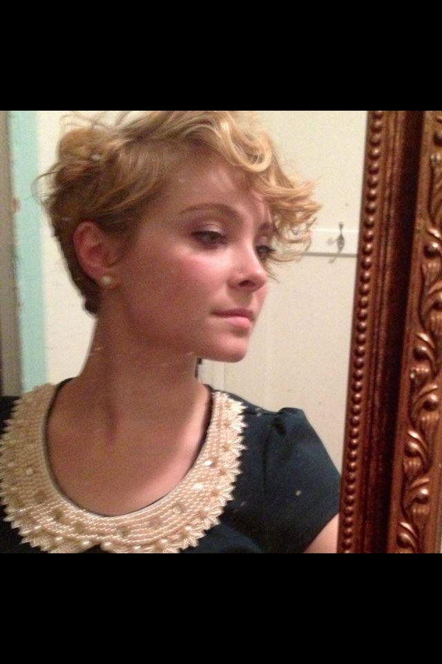 Asymmetrical wavy blonde pixie