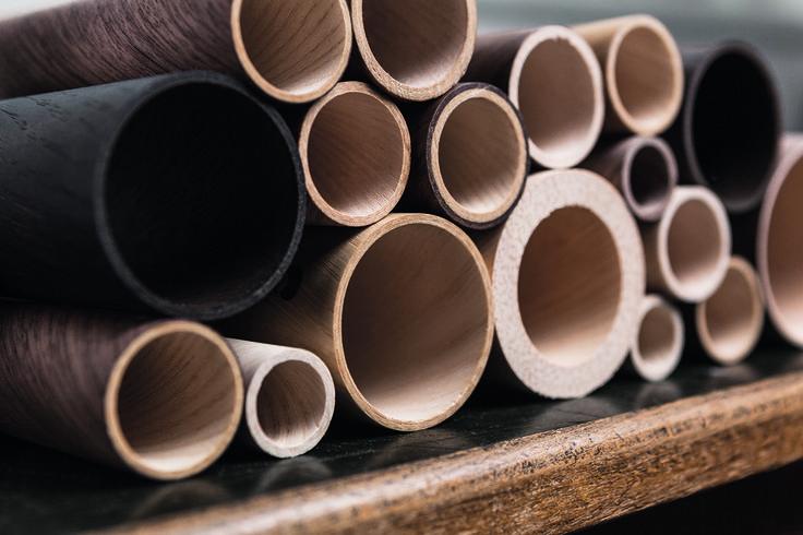LignoTUBE Holzrohre unterschiedlicher Dimensionen und Holzarten.