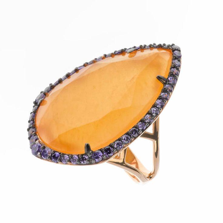 Anillo en plata de ley con piedra natural calcita naranja o cuazo rosa, y circonitas. Ver más coleccion en www.salvatore.es