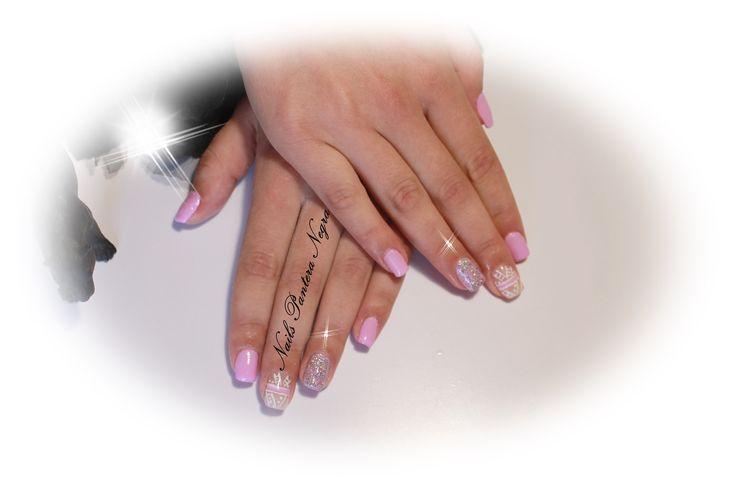 Unhas em gel cor rosa &arco íris com nail art desenhada á mão