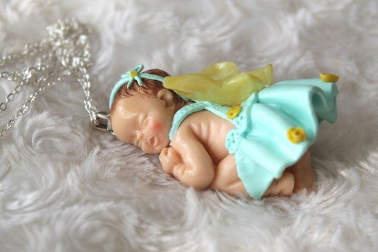 Collier sautoir bébé endormi petit papillon en pâte polymère fimo : Collier par tom-fimo-creations