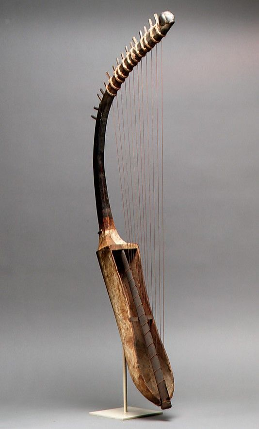 Ancient Egyptian arched harp (shoulder harp) frem c. 1390-1295 BCE, in the Metropolitan Museum of Art