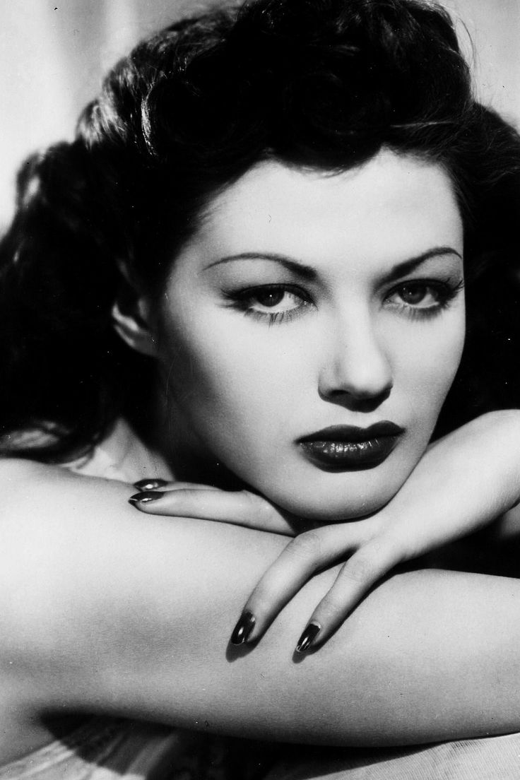 Yvonne De Carlo. Sometimes all it takes to feel like you can stop the world with one look is immaculately painted lips and nails.