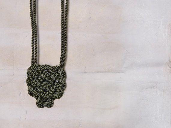 Collana cuore celtico  Cordoncino medio di AlmaLadra su Etsy