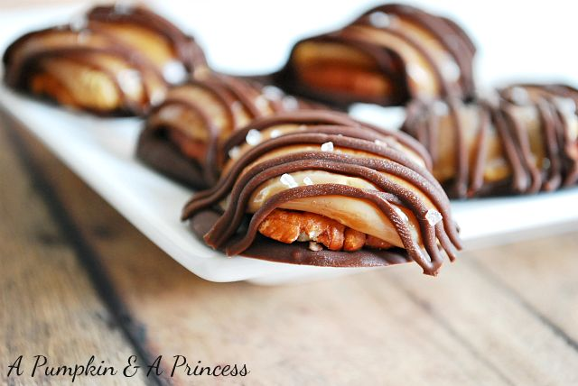 The easiest salted caramel turtles ever! Only 4 ingredients and perfect for the holidays!