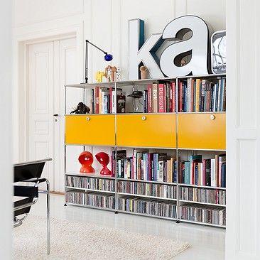 Les bibliothèques design USM Haller se plient aux contraintes de l'espace tout en offrant des rangements généreux. Modulables, elles s'agrandissent au fur et à mesure de vos besoins.