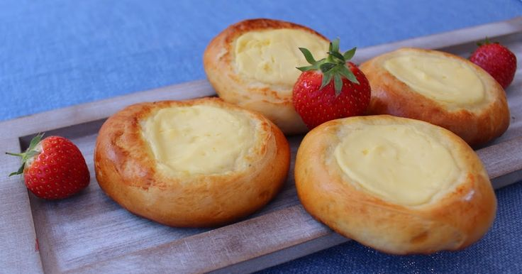 Köstliche Quarktaschen aus Russland. Sie werden aus Hefeteig gebacken   und in die Mitte kommt eine leckere Vanille Quark Füllung.   Mein...