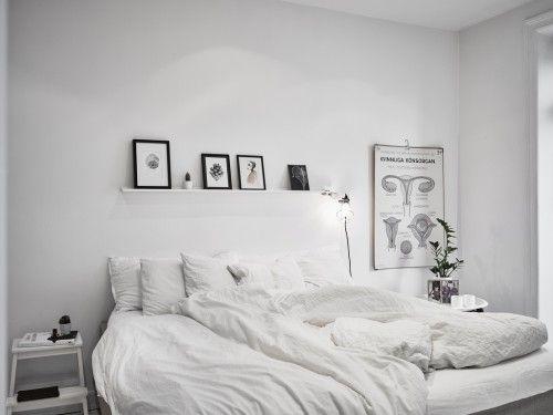 Witte slaapkamer met kleurrijke kledingkast op maat