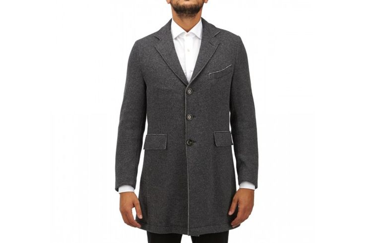 A grey coat is a fashionable choice this season. This woolen version will give you a modern update.