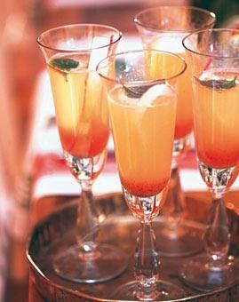 Rezept: Cava mit Rhabarber-Vanille-Sirup