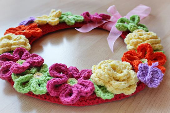 Crochet Flower Wreath Pattern by zoomyummy. spring wreath diy