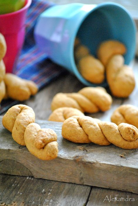 Moustokouloura: Greek soft cookies with molasses