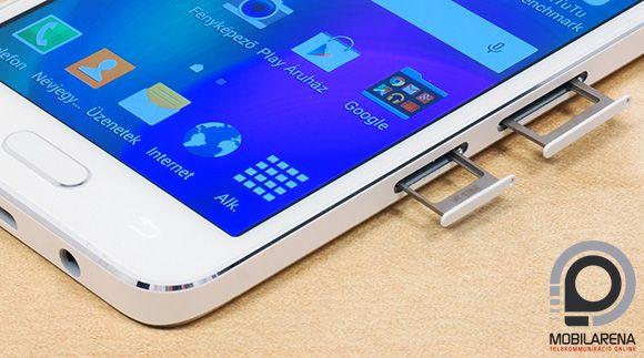 A Samsung Galaxy A3 oldalt fogadja be a nanoSIM és microSD kártyákat