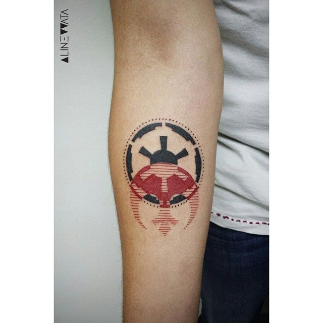 Alliance x Empire by Aline Watanabe - São Paulo www.tatteo.com #starwars #starwarstattoo #geometrictattoo #linework #tattoaria #tattooaddicts #vinocatraca #tattoocollectors #tatuaje #tattooist #scene360