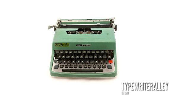 Mint candy. OLIVETTI LETTERA 32 1973,  Olivetti typewriter, vintage typewriter, portable typewriter, manual typewriter, working typewriter.