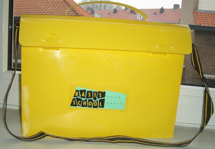 En toen werd de kleuterschool basisschool. Ik kan me dit koffertje nog zo goed herinneren!