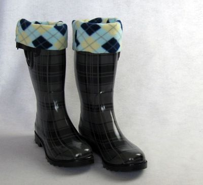 Fleece boot socks - sewing tutorial.  Awesome idea for christmas gifts this year!