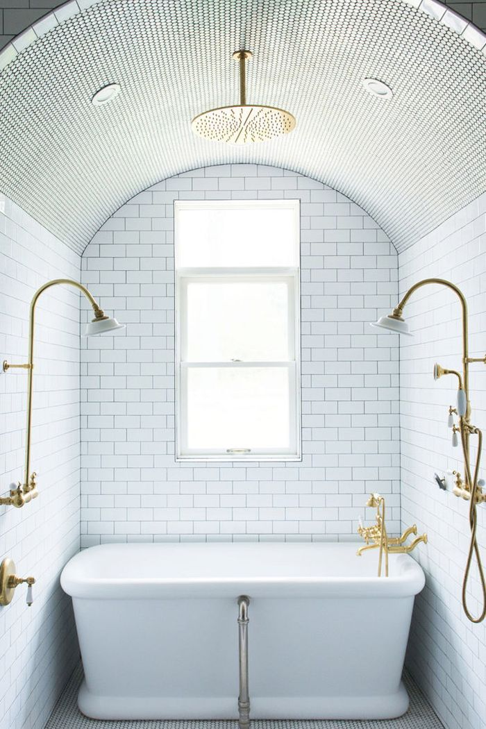 10 Luxurious Bathtubs That Pair Well With A Glass Of Wine With