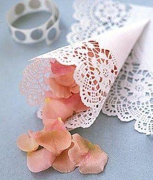 Conos de papel para arroz o pétalos http://blog.higarnovias.com/2016/01/29/conos-de-papel-para-arroz-o-petalos/#more-2183 #Entrebastidores #BlogHigarNovias