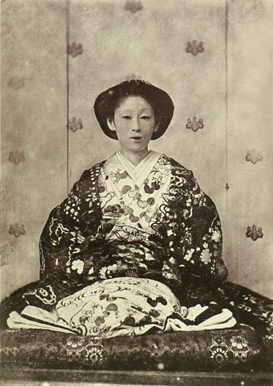 Japanese antique photograph.   Takeko of the daughter of Matsudaira Naoyoshi. (1839-1918).   The husband died at the age of 23 years old her.   She lived to be 80 years old.   This photograph was taken in 1867. Edo era / Meiji era / Taisyo era.