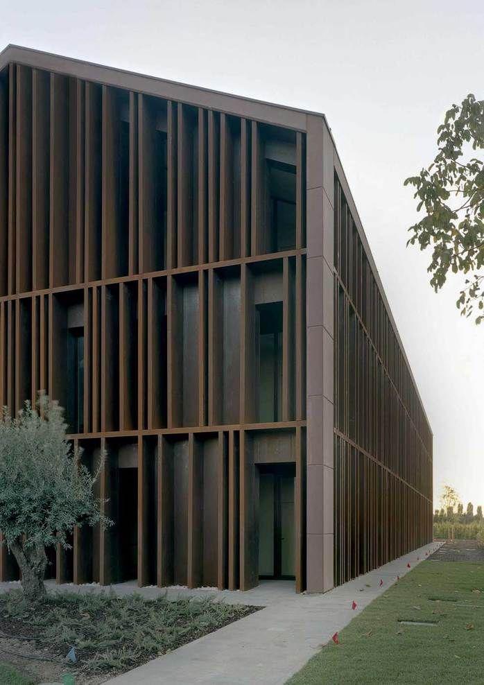 Vertical fin by Studio M2R Architettura