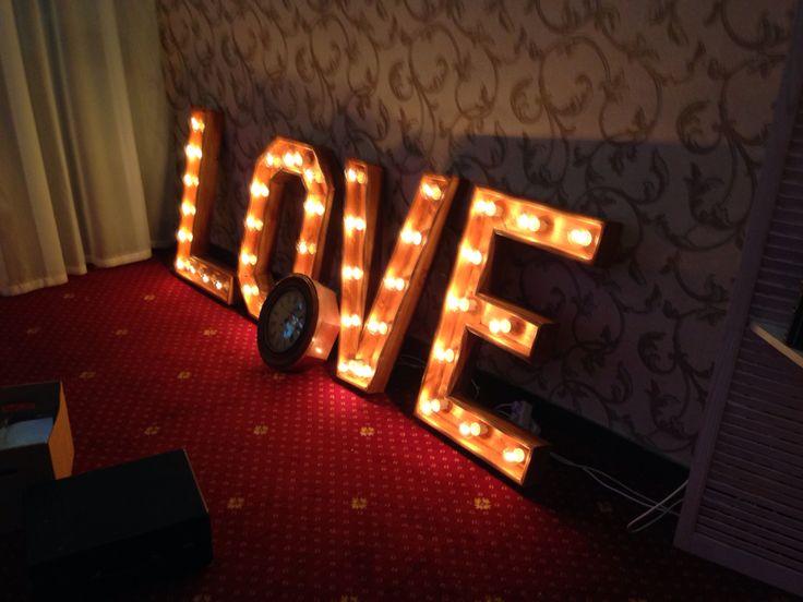 #баннернасвадьбу #presswall #прессволлнасвадьбу #фотозонанасвадьбу design-lavka.ru press-w.ru  #ретробуквы #светящиесябуквы #love #буквыlove #wedding #декорации #декорациинасвадьбу