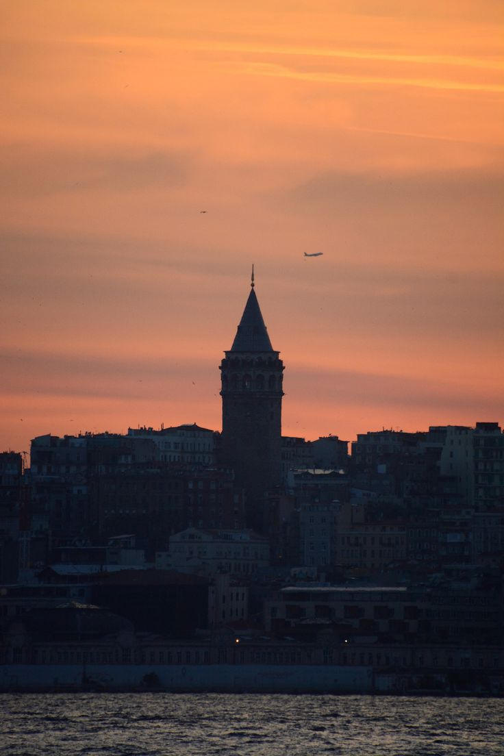 30 PICTURES THAT WILL MAKE YOU WANT TO VISIT TURKEY  - Sunset Behind Galata Tower in Istanbul