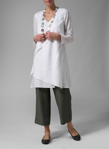 Sing a stylish tune in this tunic featuring a relaxed long sleeves for all-day comfort.