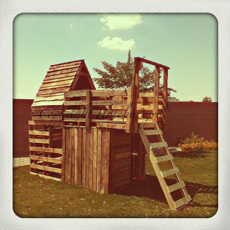 25 unique pallet fort ideas on pinterest pallet for Pallet tree fort