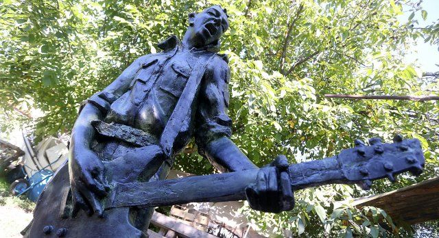 Dynamo Joe, Strummer gets a statue in Zagreb