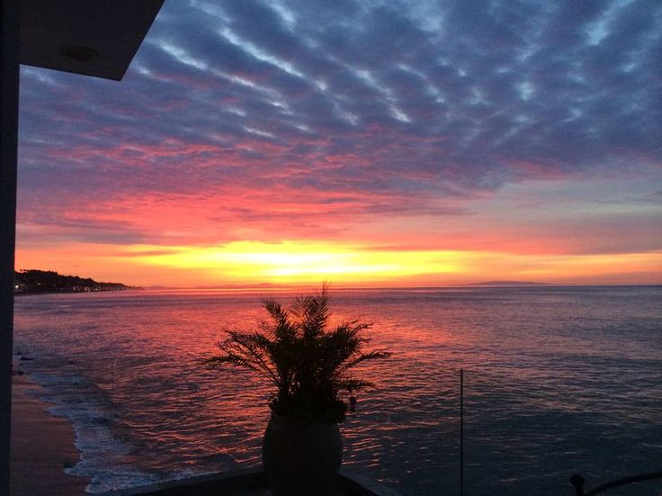 Entire home/apt in Malibu, US. Completely remodeled upper unit at magnificent beachfront residence. Close to many restaurants and local attractions- including Nobu, Mr Chows, Geoffreys across street from Malibu Beach a Inn ( formerly BeauRivage) ( private Calamigos Ranch extens...