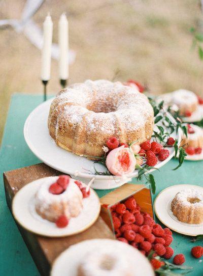 Bundt wedding cake! So cute. {Photo by Green Apple Photography via Project Wedding}