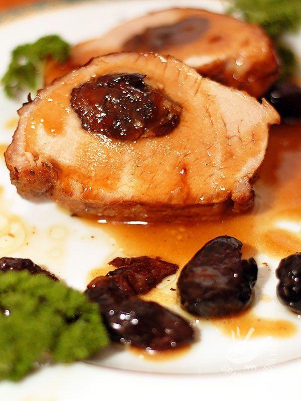 Sweet and Sour Pork loin with prunes - La Lonza di maiale in agrodolce con le prugne è un secondo di carne davvero originale e gustoso, che potrete servire in una cena diversa dal solito. #lonzainagrodolce