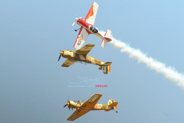 IACARII ACROBATI – Acrobatic Yakkers – 2 YAK 52 + Trainer Jurgis Kairys – SUHOI 31