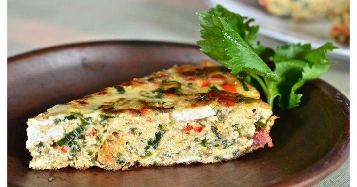 Telur dadar ini biasa dihidangkan di rumah makan Padang. Juga di warung-warung makan, sebagai pelengkap nasi bungkus. Sebenarnya sep...