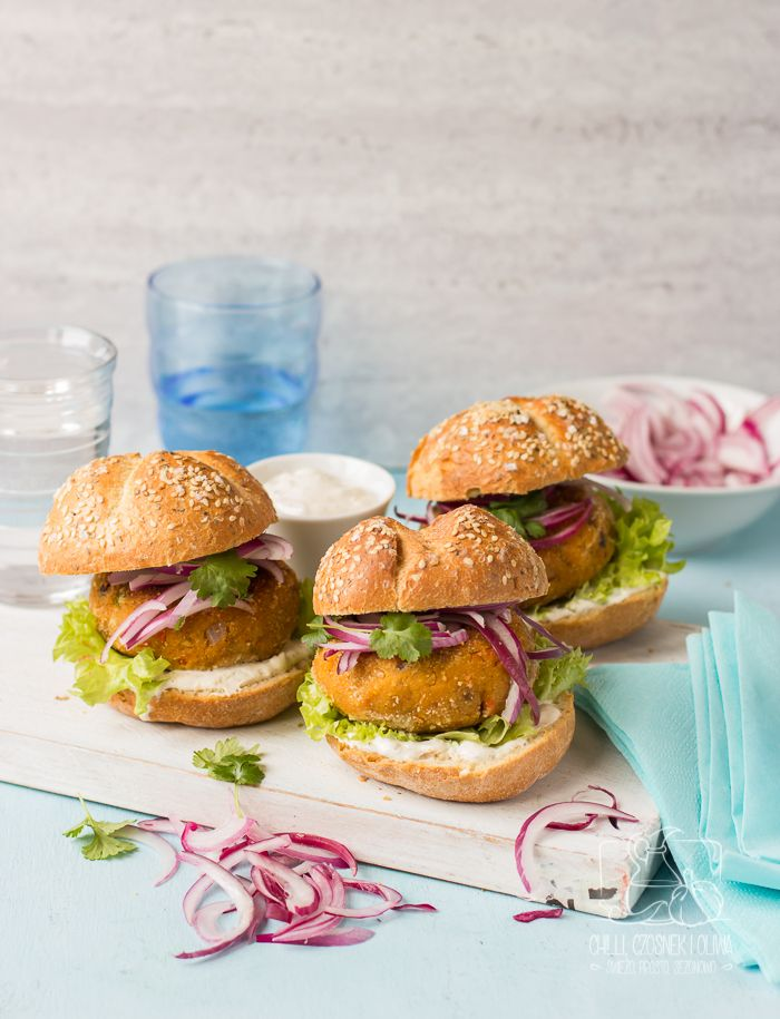 Marokańskie burgery z ciecierzycy i pieczonej marchewki / Chilli, Czosnek i Oliwa