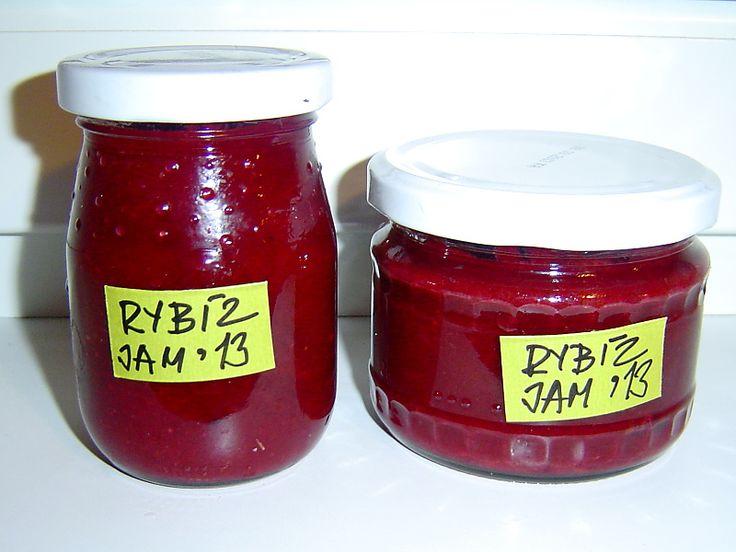 Recept na domácí džem z rybízu. Rybízový džem je zřejmě nejčastěji připravovanou domácí zavařeninou. Úroda rybízu bývá vždy dobrá
